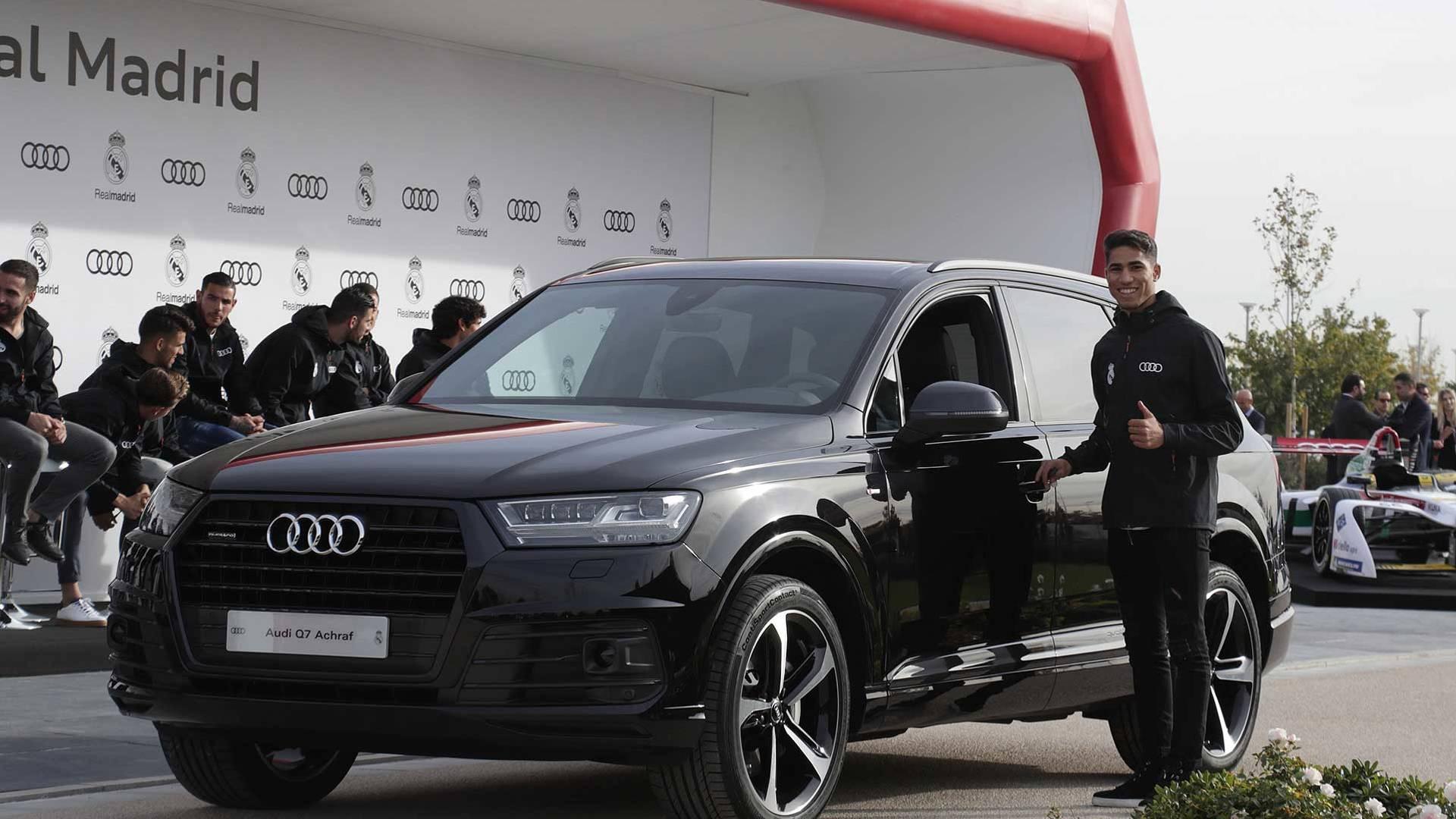 Picture of his Audi Q7   car