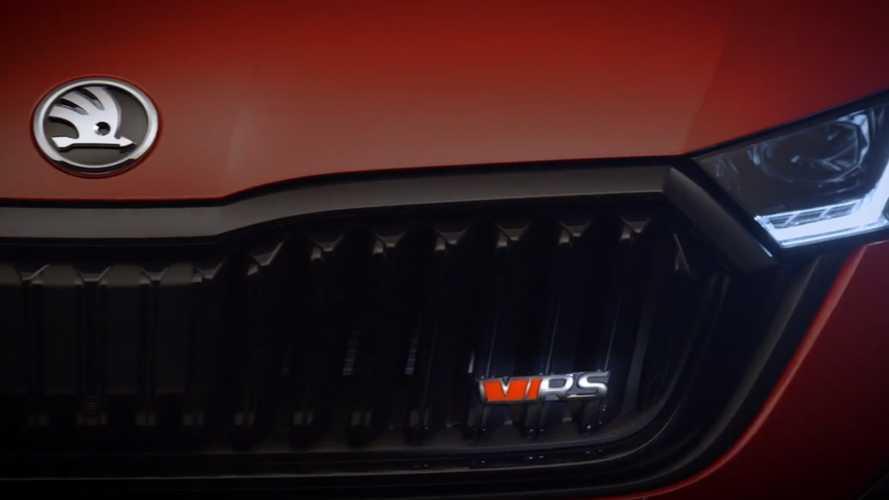 Skoda Octavia RS iV, la sportiva ha 245 ed è ibrida plug-in