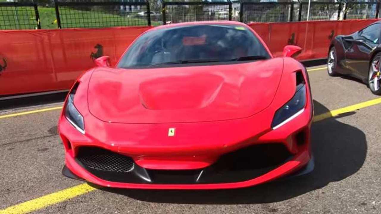 Ferrari F8 Tribute vezető kép