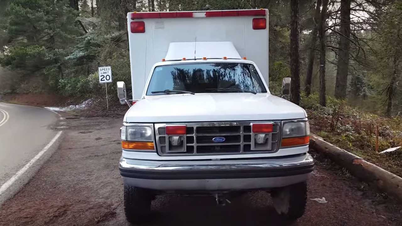Ambulance For Sale >> This 1993 Ford F 350 4x4 Ambulance Overland Camper Is For Sale