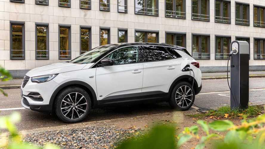 Opel лишил «розеточный» Grandland X полного привода