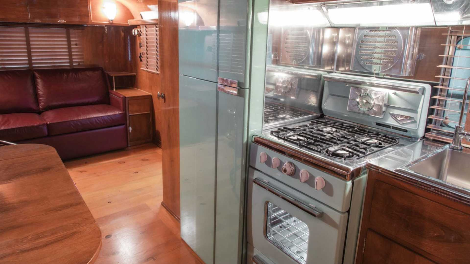 "[""Hook Up To This Vintage Art Deco Travel Trailer For $975K""]"