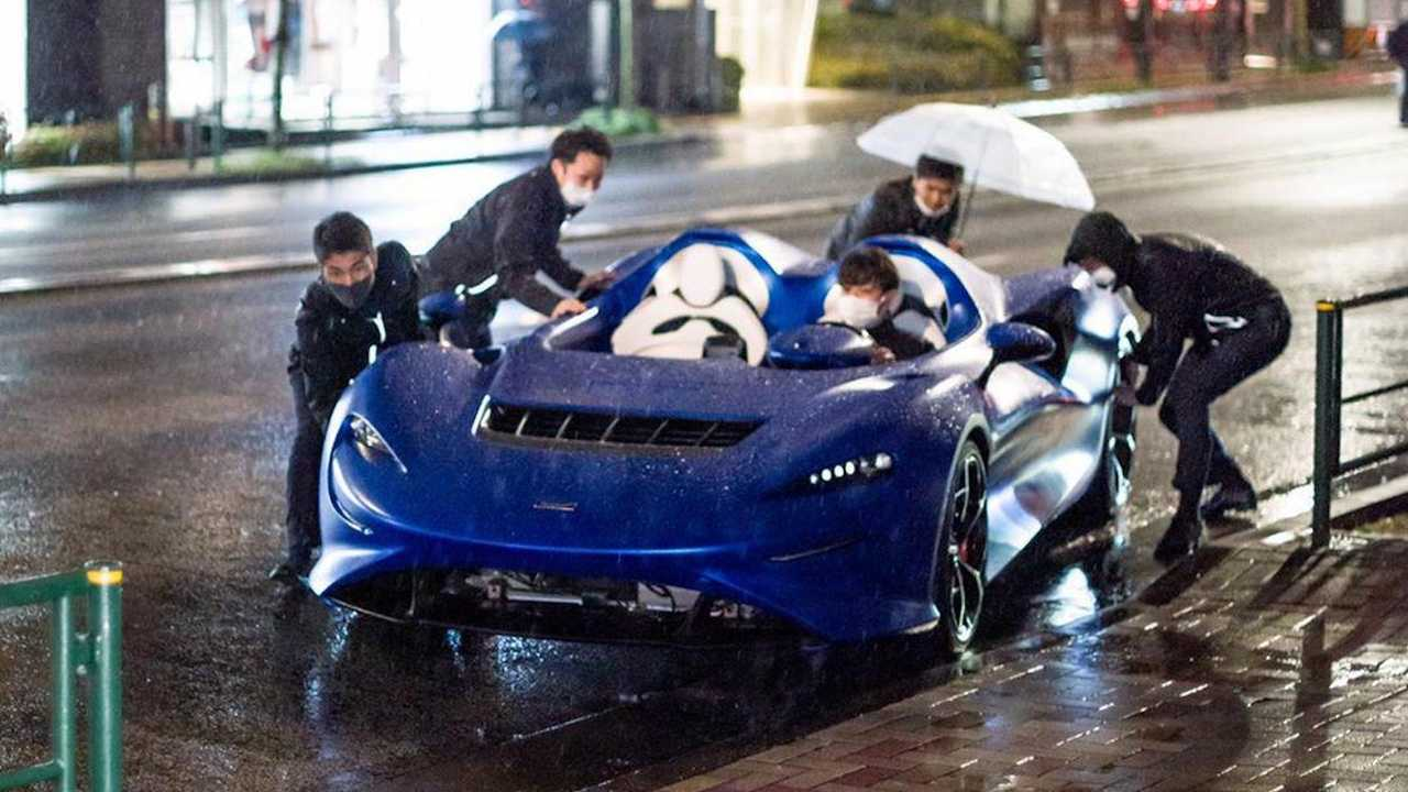 McLaren Elva Caught In The Rain