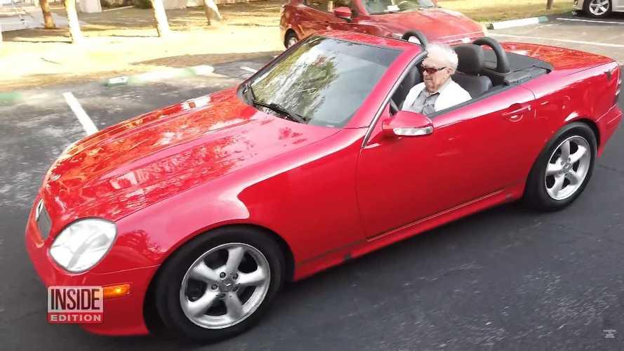 Vídeo: a los mandos de su Mercedes-Benz SLK... ¡con 107 años!