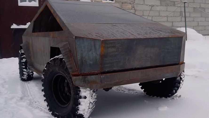 В России сделали пикап Tesla из старого УАЗа
