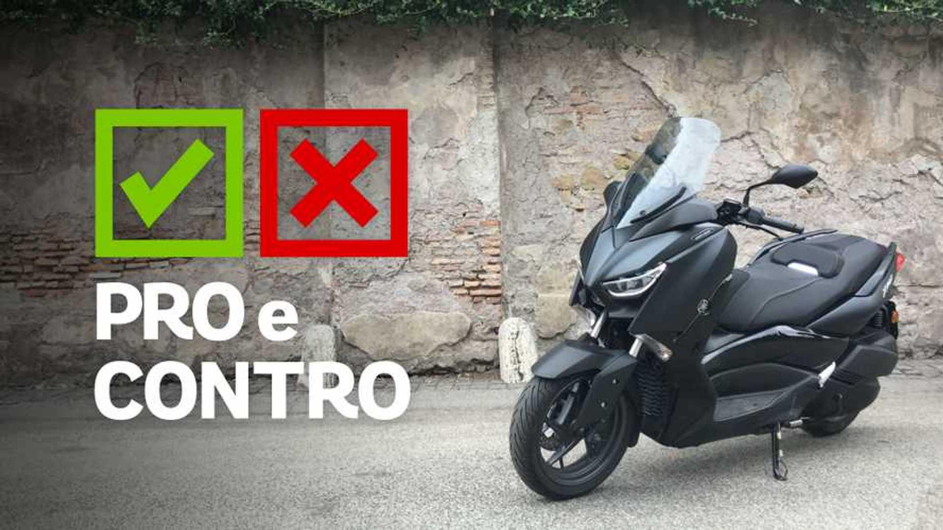 Yamaha XMAX 300 Iron Max, pro e contro