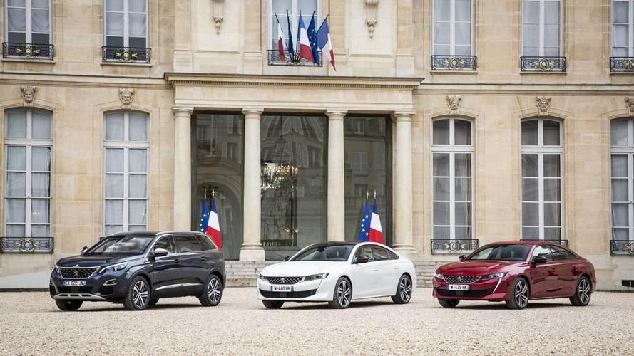 La Peugeot 508 fait une halte devant le palais de l'Élysée