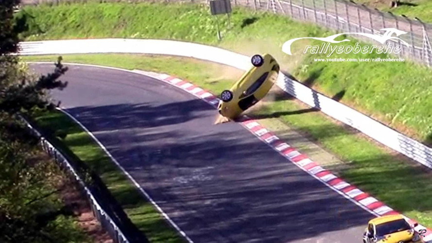 Opel Astra GTC Crashes Hard Into Wall At The Nurburgring