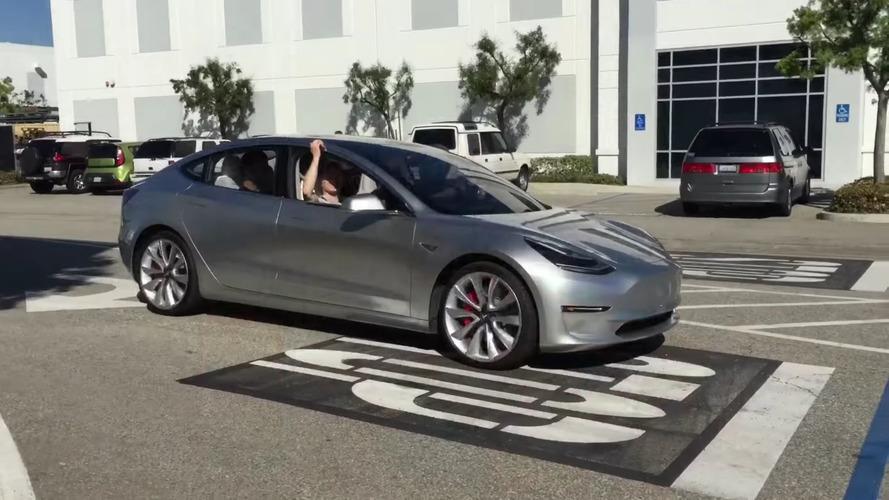 Tesla Model 3 prototipi görüntülendi