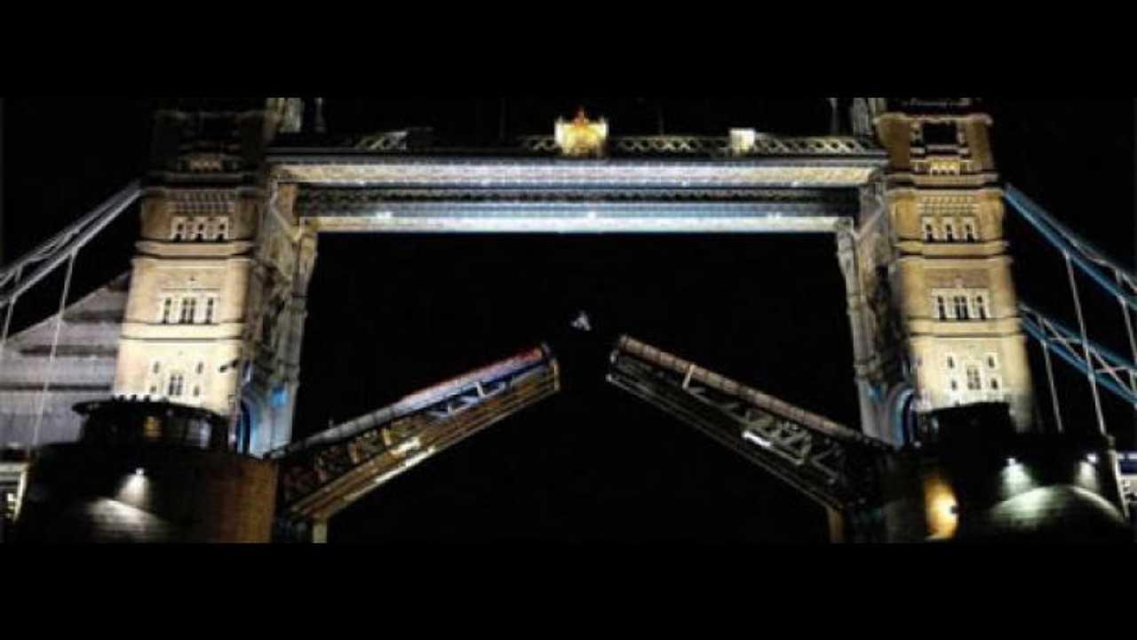 Il backflip di Robbie Maddison al Tower Bridge