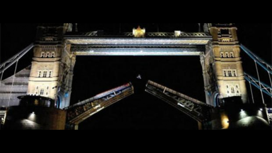 Il backflip di Robbie Maddison al Tower Bridge