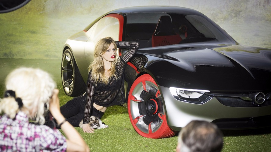 Grumpy Cat and Georgia May Jagger behind the scenes at 2017 Opel calendar shoot