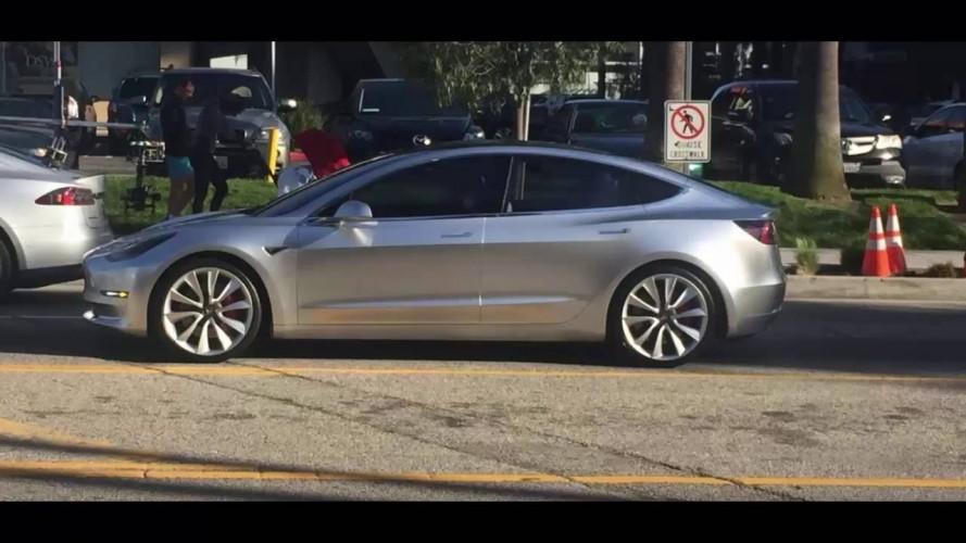 Tesla Model 3 gündüz gözüyle görüntülendi