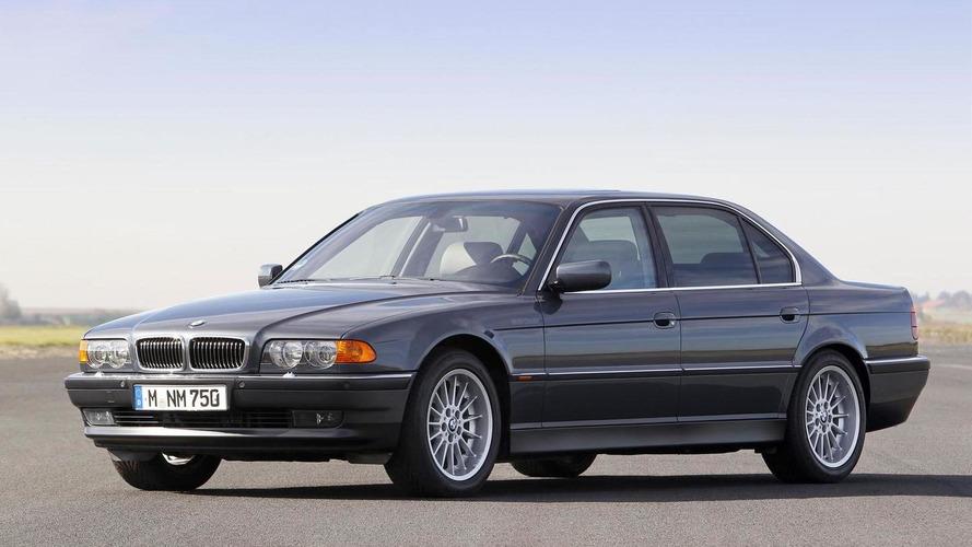 1998 model bir BMW 750iL'ye bu video ile yakından bakın