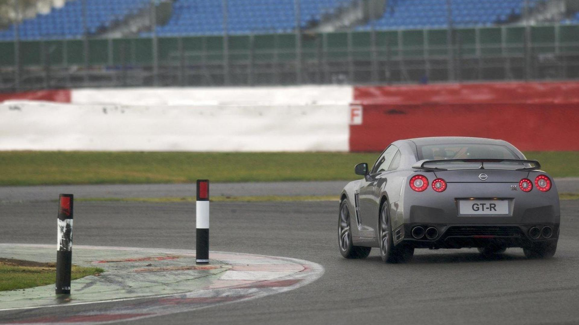 watch a stock 2013 nissan gtr run 10s in the quarter mile