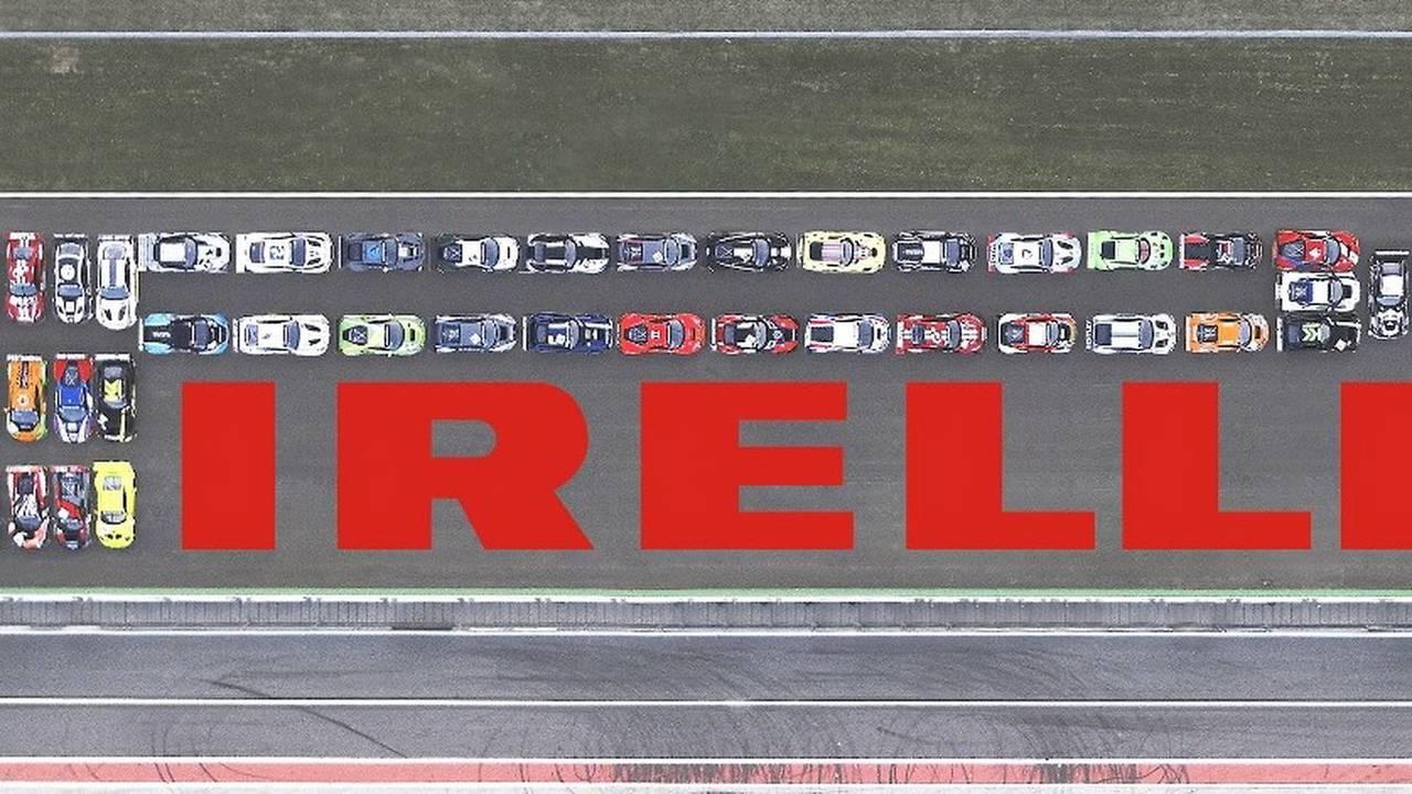 Pirelli reproduce su logo con coches GT3