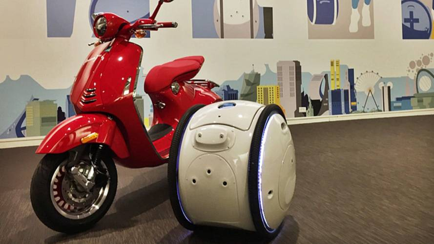 Piaggio Launches Robot Luggage, Seriously