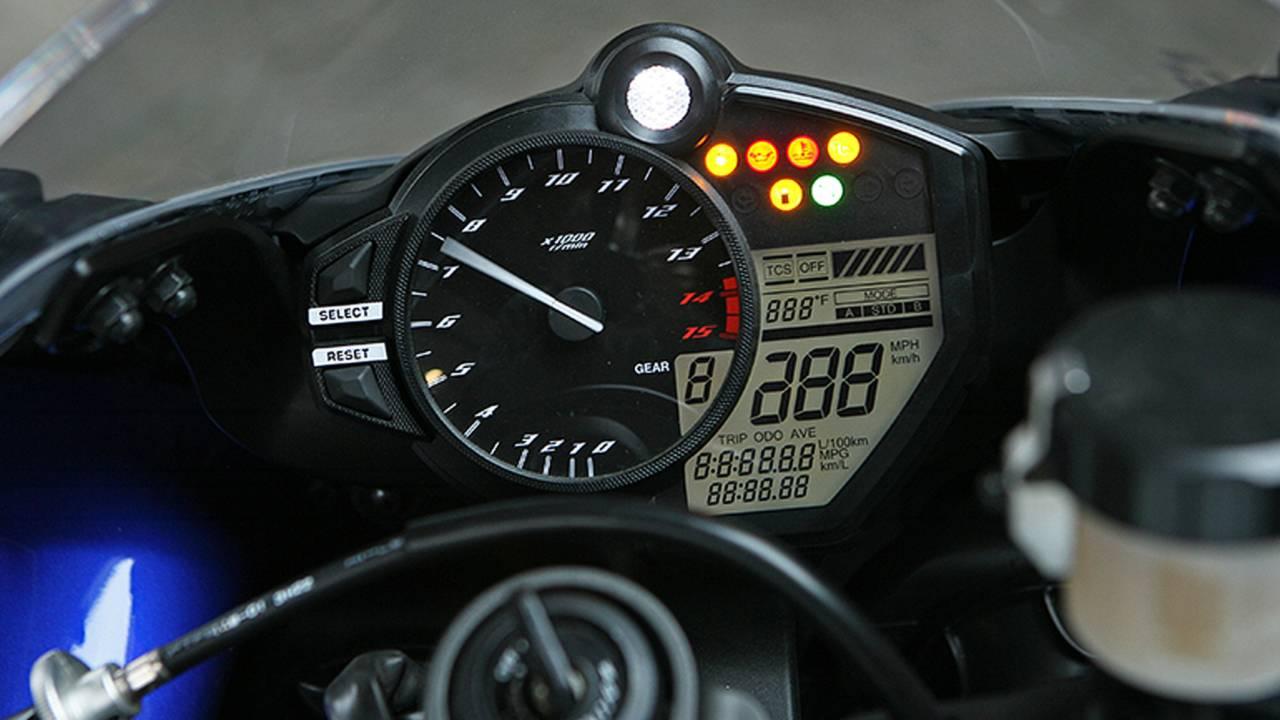 Old Vs  New: Yamaha 2014 YZF-R1 Vs  2008 YZF-R1