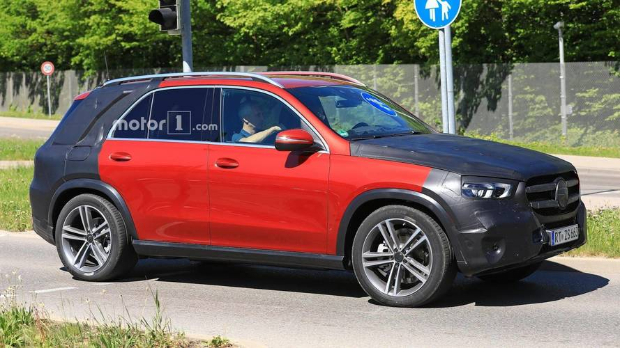 2019 Mercedes GLE Spied Up Close Waiting At Red Light [UPDATE]