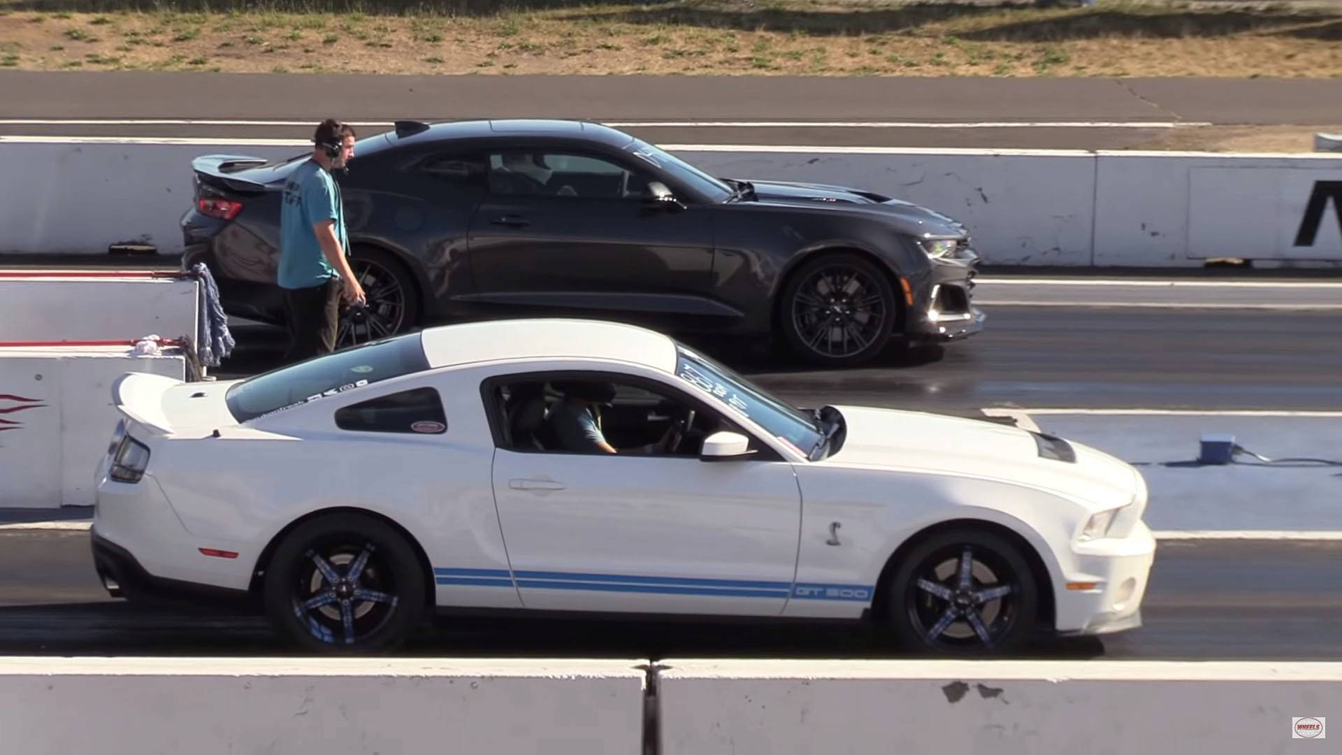 Supercharged showdown mustang shelby gt500 battles camaro zl1