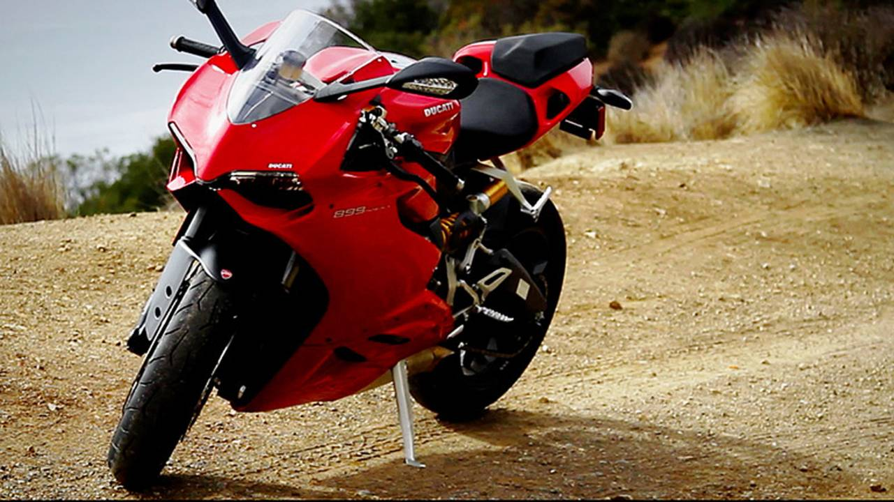 Ask RideApart: This or That – Ducati 899 Panigale v. Aprilia RSV4