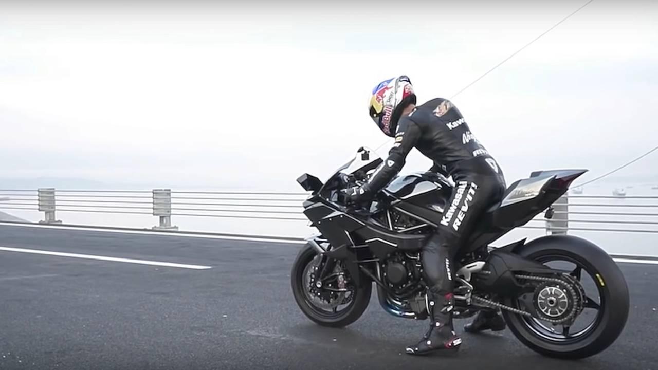Rider Hits 400km/h (248.5 mph) on Kawasaki H2R
