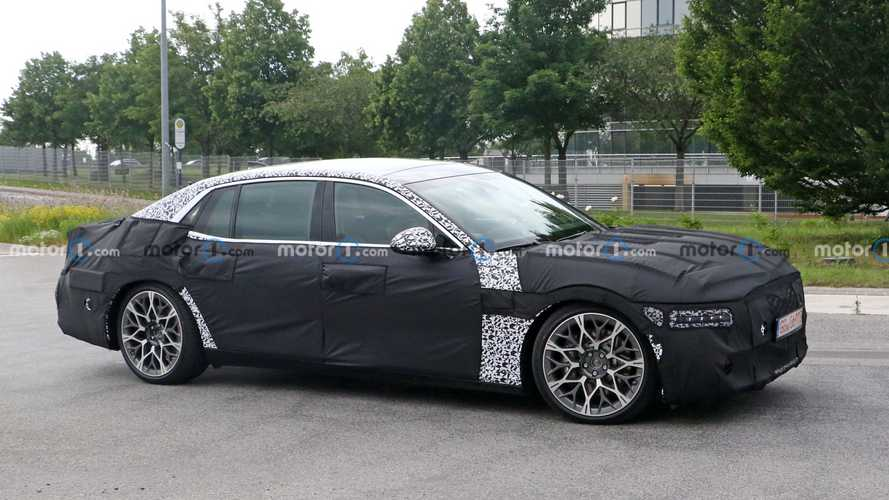 New Genesis G90 spied with gorgeous wheels, interesting headlights