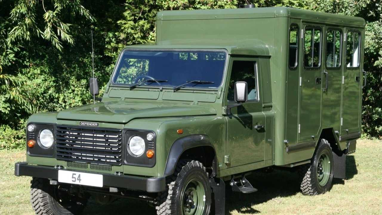 Land Rover Defender 130 Gun Bus