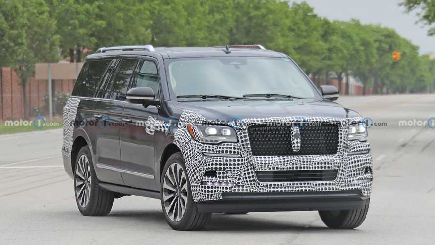 Lightly Camouflaged 2022 Lincoln Navigator Caught In The Wild