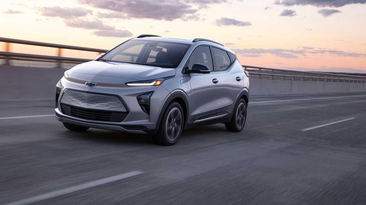 2022 Chevrolet Bolt EUV action front quarter