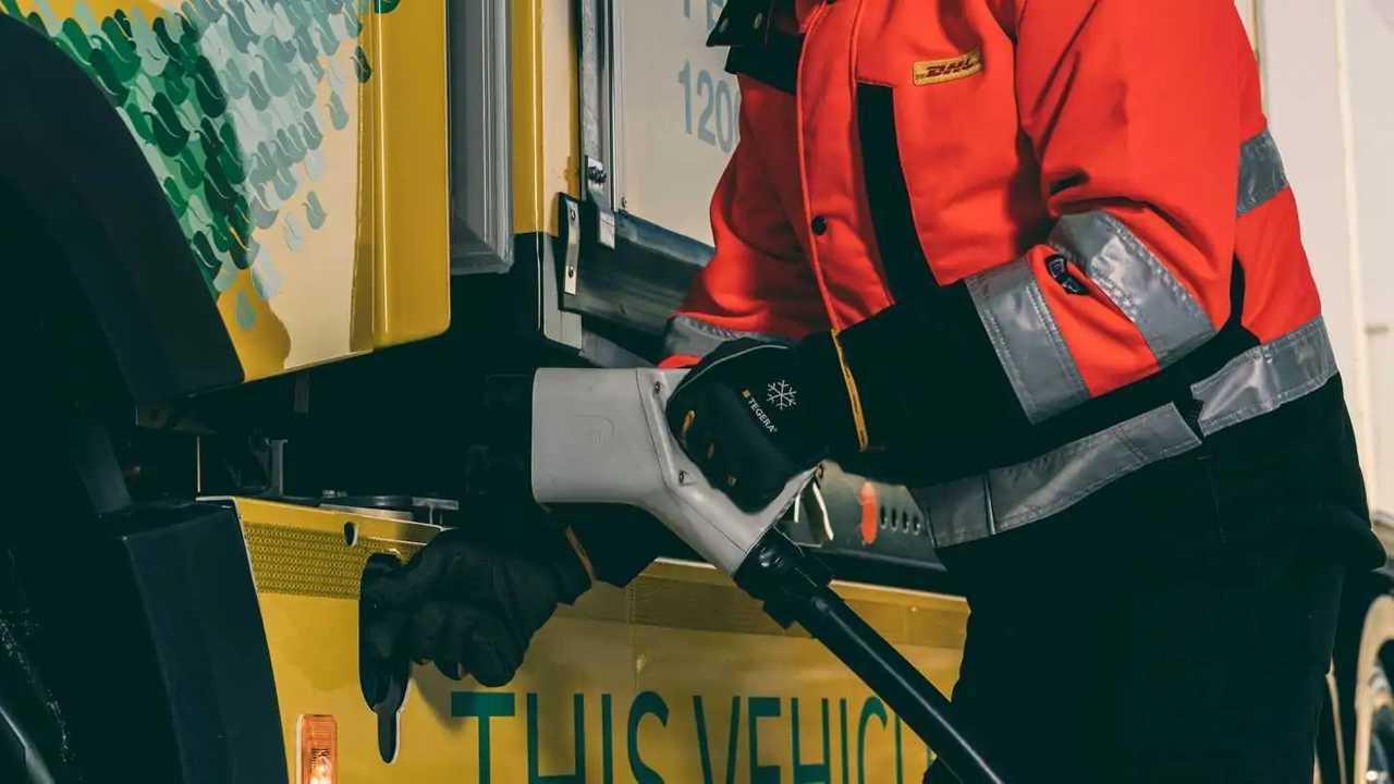 Volvo Trucks e DHL Freight - rifornimento