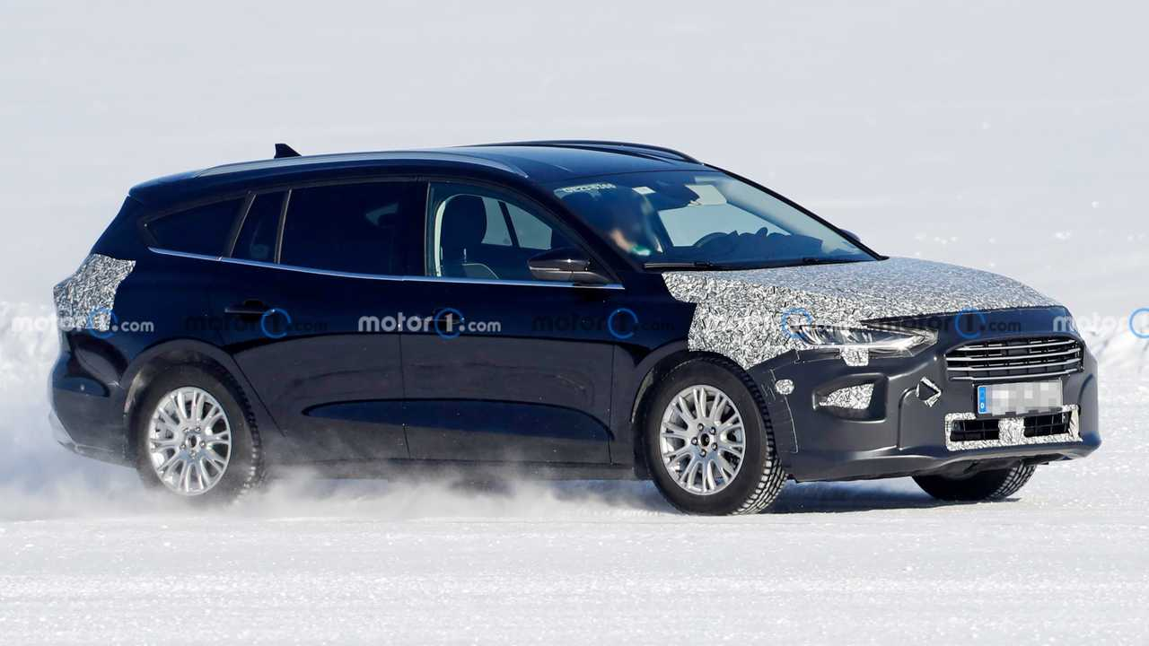 Ford Focus Active wagon facelift spied