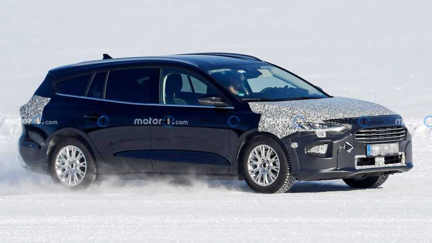 Ford Focus Active facelift spied hiding discreet changes