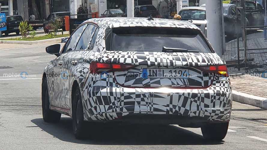 Flagra: Novo Audi A3 Sportback 2022 roda camuflado no Brasil com placa alemã