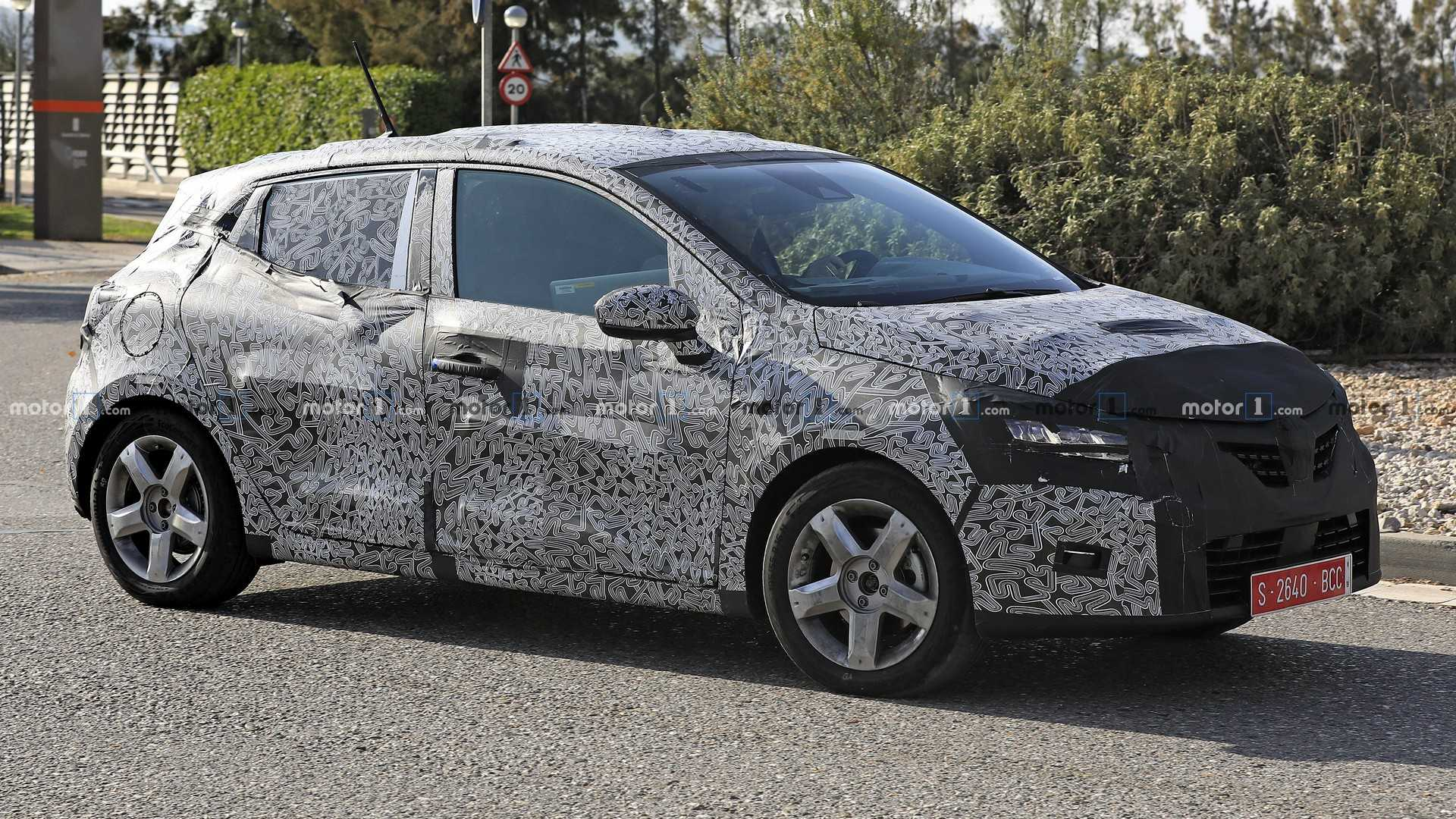 2019 Renault Clio Refuses To Take Some Of The Camo Off