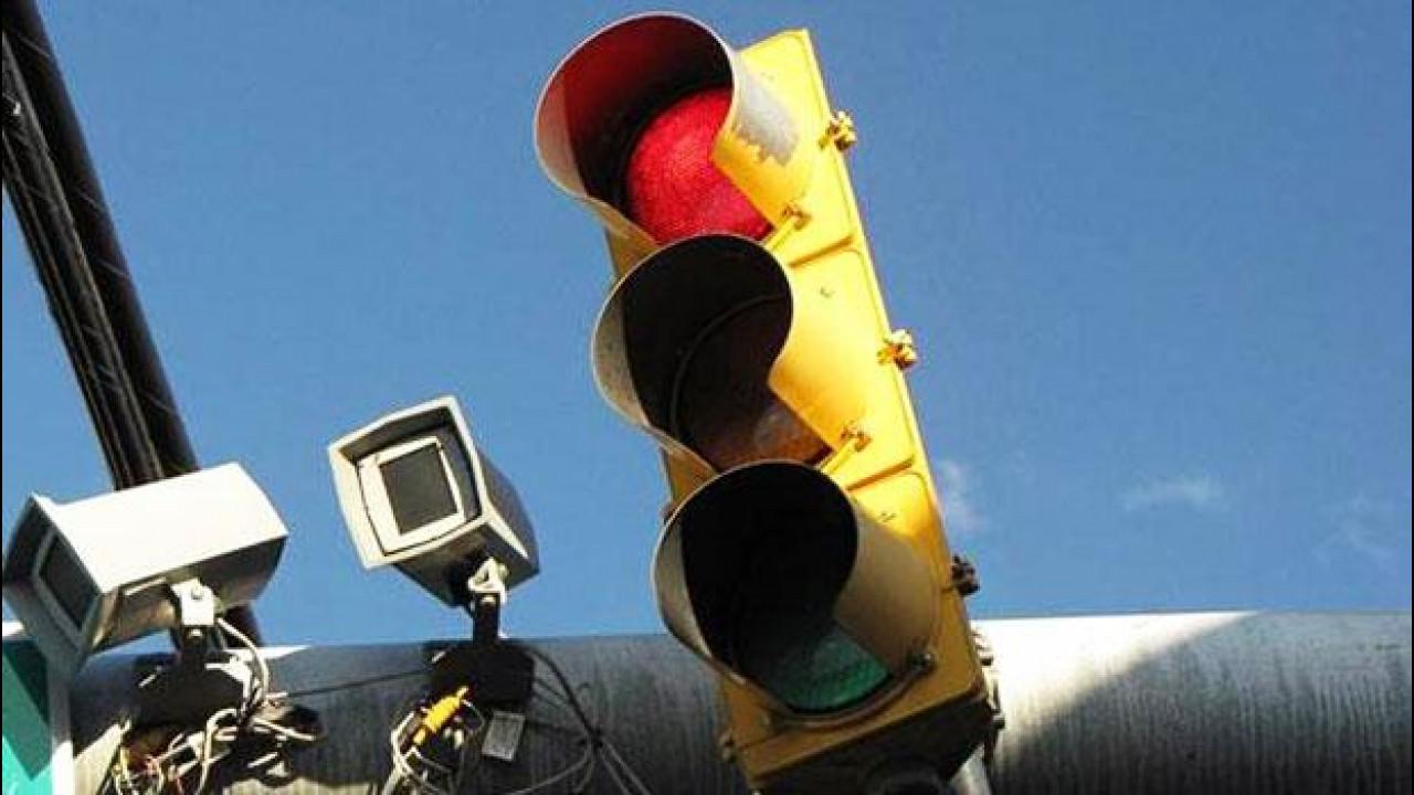 [Copertina] - Telecamere al semaforo, regolari per la Cassazione
