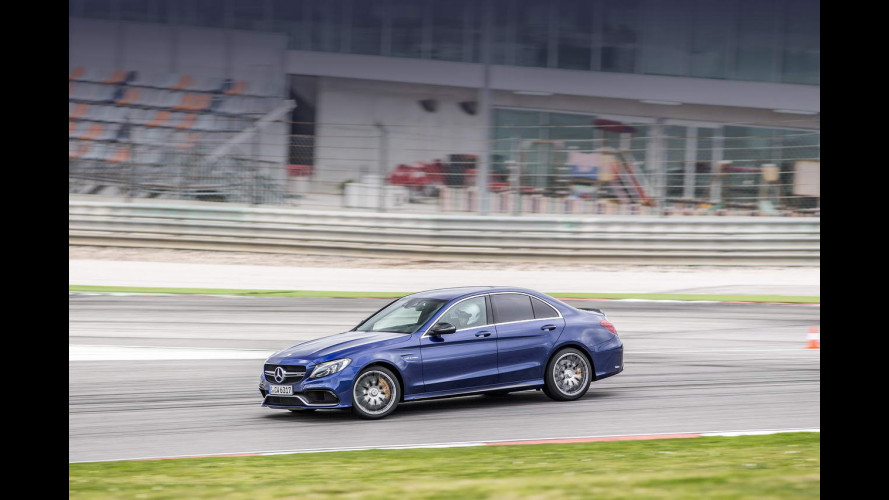 Mercedes C63 AMG, più divertente di una sportiva [VIDEO]