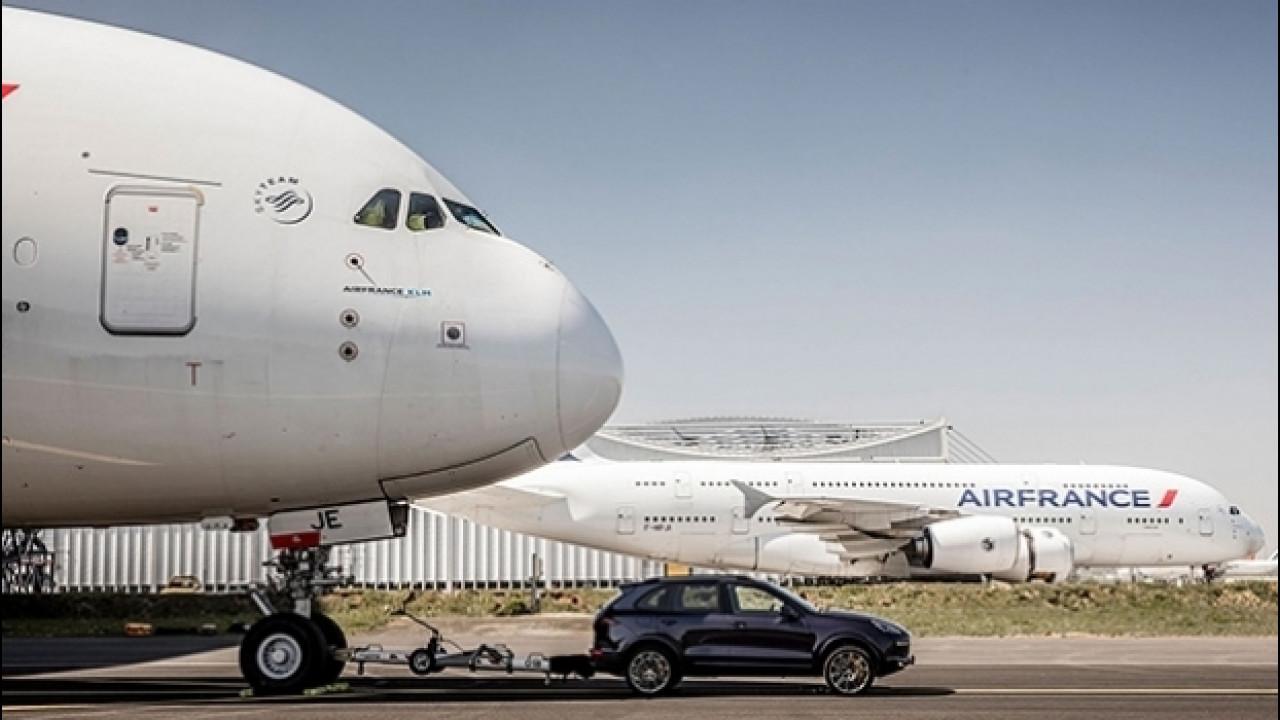 [Copertina] - Porsche Cayenne, il traino record di un'Airbus A380 [VIDEO]
