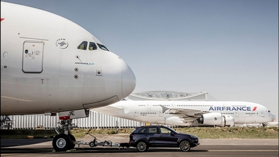 [Copertina] - Porsche Cayenne, il traino record di un'Airbus A380 [VIDEO]