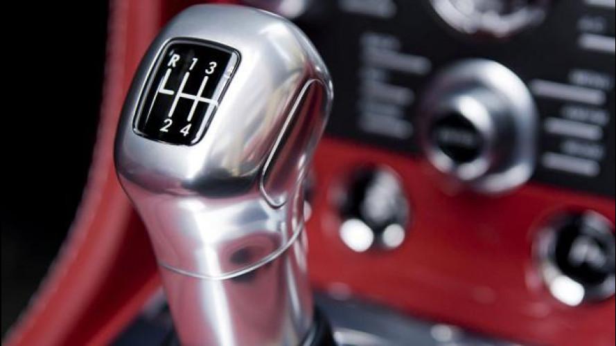 Aston Martin difende il cambio manuale
