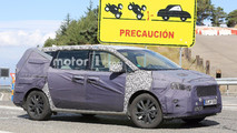 Kia Sedona Refresh Spy Shots