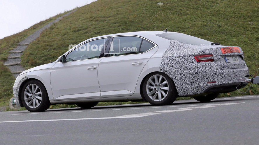 Skoda Superb Facelift Spied After One Year Of Abscence