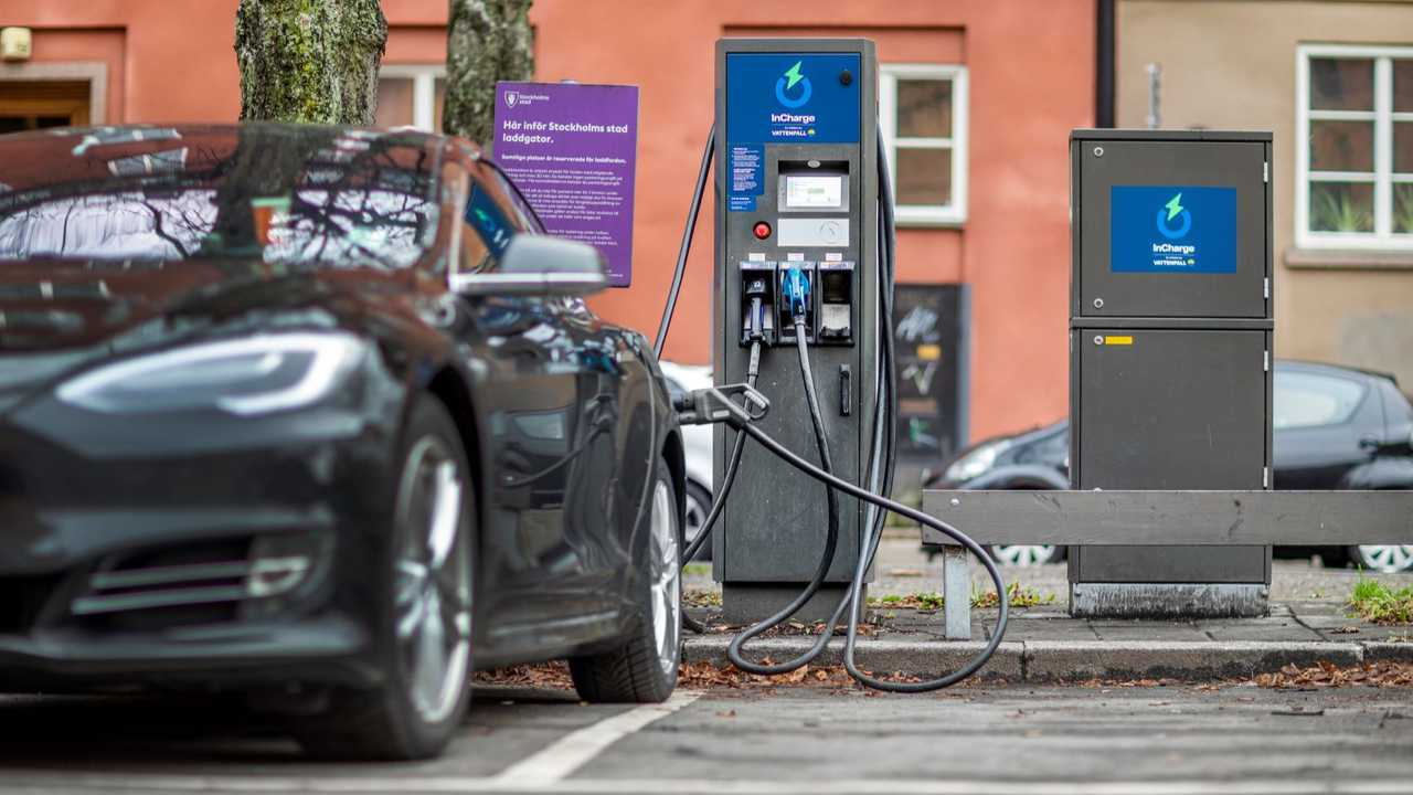 Vattenfall InCharge charging station in Sweden - 50 kW ABB DC fast charger