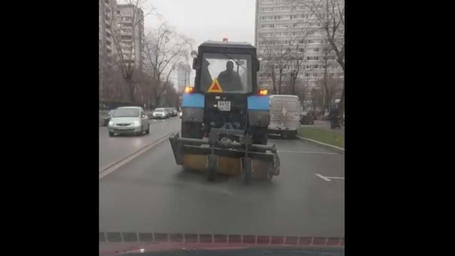 Москвичи обсуждают «глонассящие» уборочные тракторы
