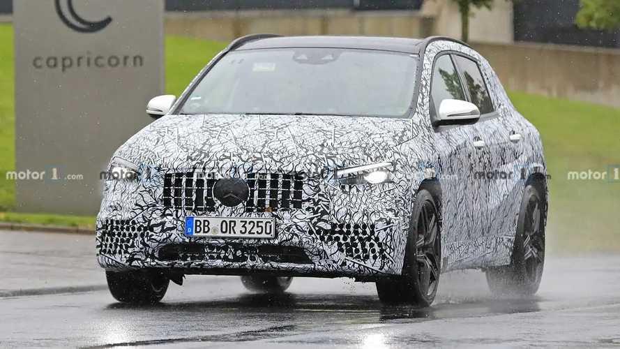Шпионские фото 2021 Mercedes-AMG GLA 45