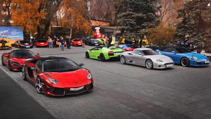 Посмотрите, как московские владельцы суперкаров закрывали сезон