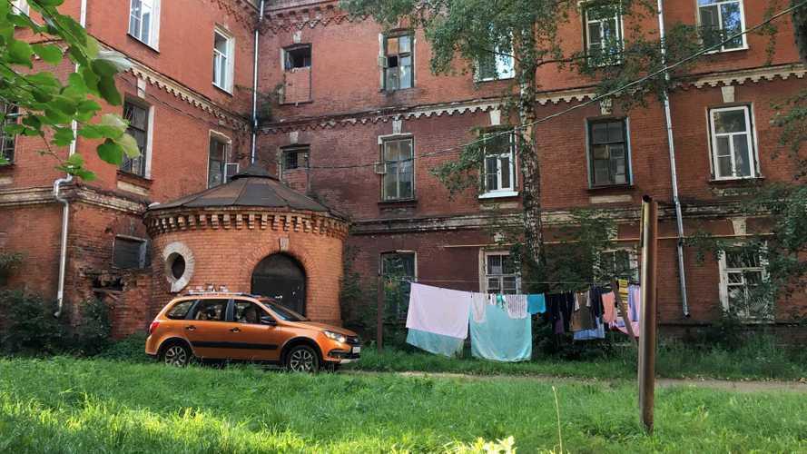 «Здесь жил Миша Круг»: новая Lada и ужасы Морозовского городка