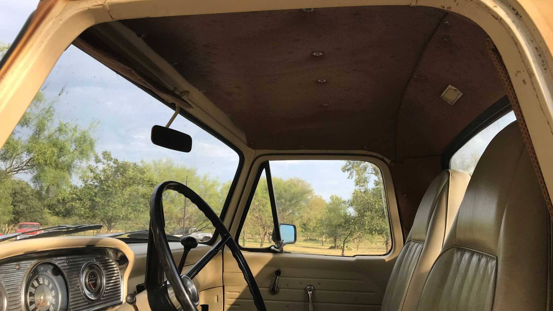 "[""1965 Ford F-250 Is Ready For Work Or Show""]"