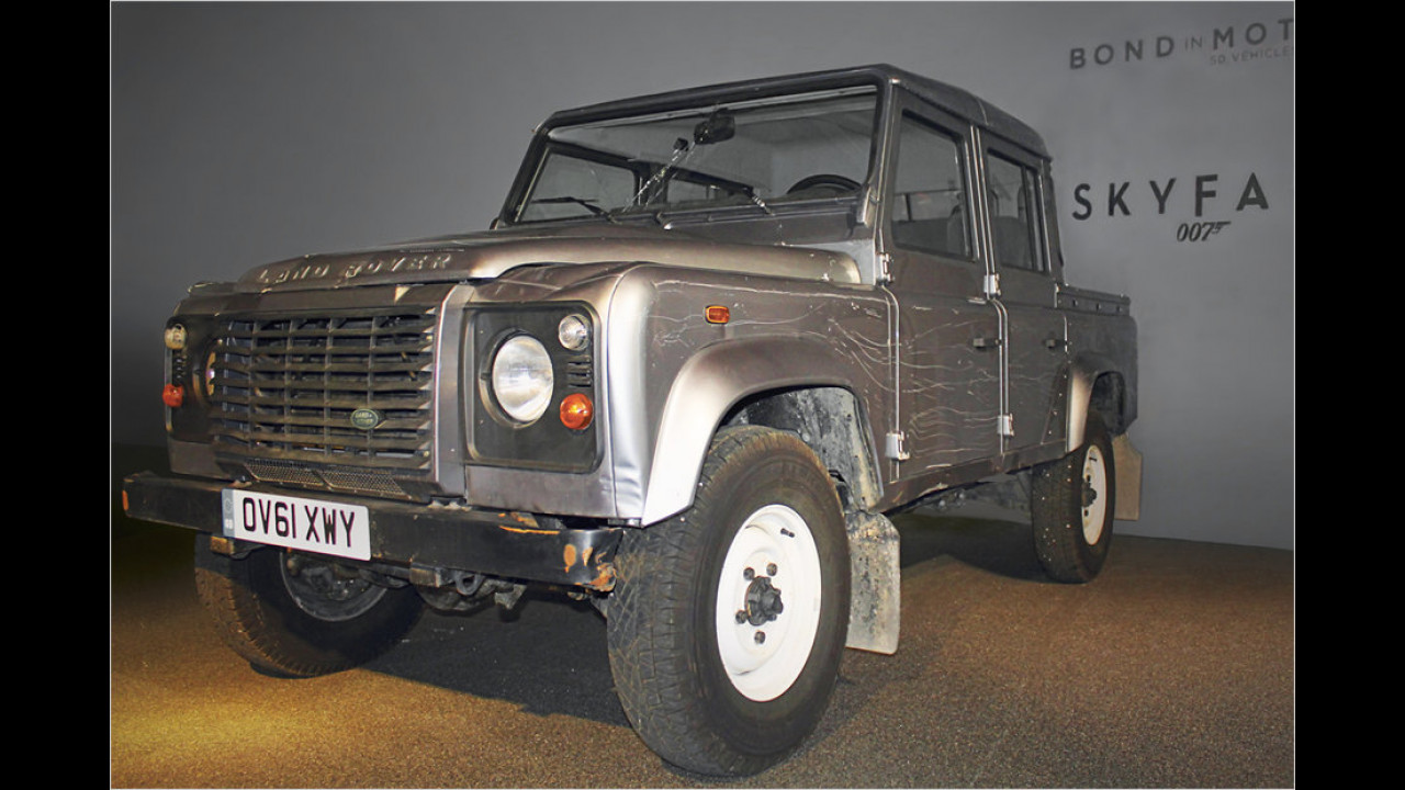 Land Rover Defender (Skyfall, 2012)