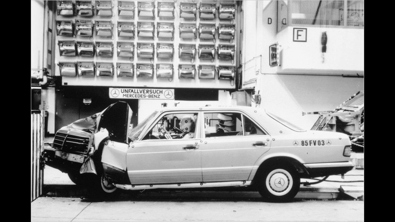 Mercedes W 126 im Crashtest